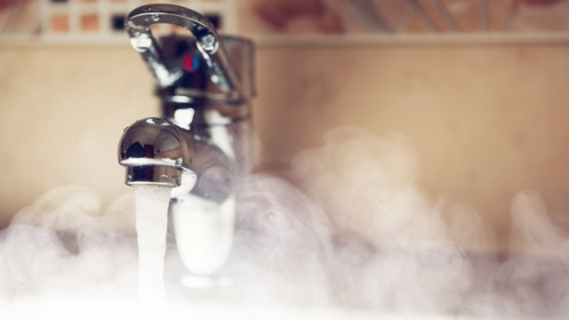 Насколько горячей должна быть вода в квартире: нормативные показатели температуры