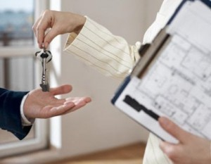 Можно ли прописать человека в неприватизированную квартиру: отвечаем на вопросы