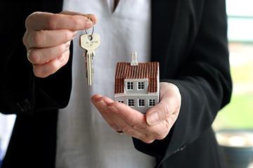 Кто имеет право на наследство приватизированной квартиры, как правильно вступить в наследство