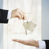 Можно ли купить квартиру по доверенности: виды доверенностей, возможные риски