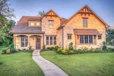 Особенности продажи муниципальной земли под коммерческую застройку через аукцион и как стать участником торгов?