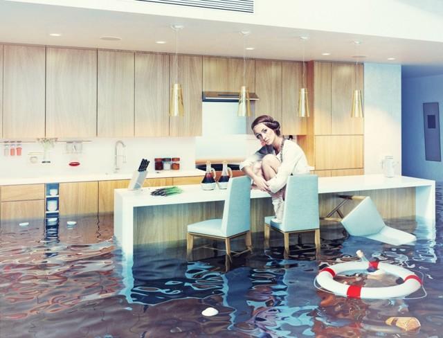Если соседи сверху заливают, что делать для возмещения расходов в полном объеме, куда обращаться и как доказать ущерб?