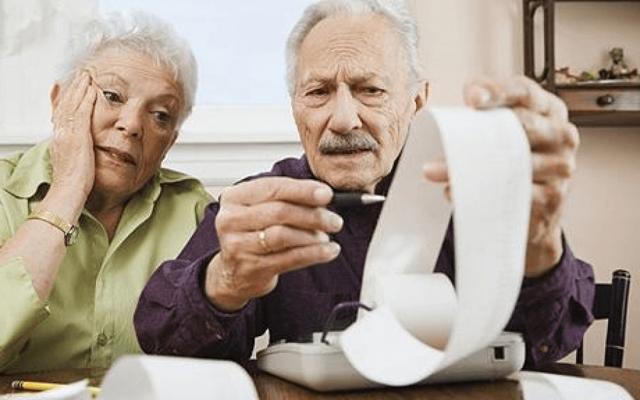 Должны ли пенсионеры платить налог на землю и какие льготы им положены